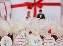 נשיקות חתן כלה/ ברכה לחתונה, בשקית בד חגיגית וטיקט חיצוני ממותג